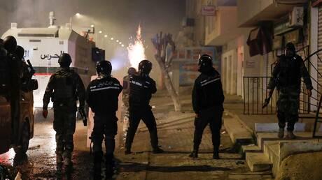 رئيس الوزراء التونسي: ما حدث لا يمت للاحتجاجات السلمية بصلة وسنتصدى لها بالقانون