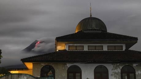 بعد سقوط مئات القتلى قبل 10 سنوات.. ثوران جديد لبركان في إندونيسيا