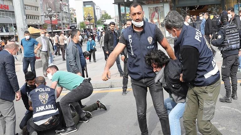 الشرطة التركية تفرق مظاهرات طلابية في إسطنبول وتعتقل العشرات
