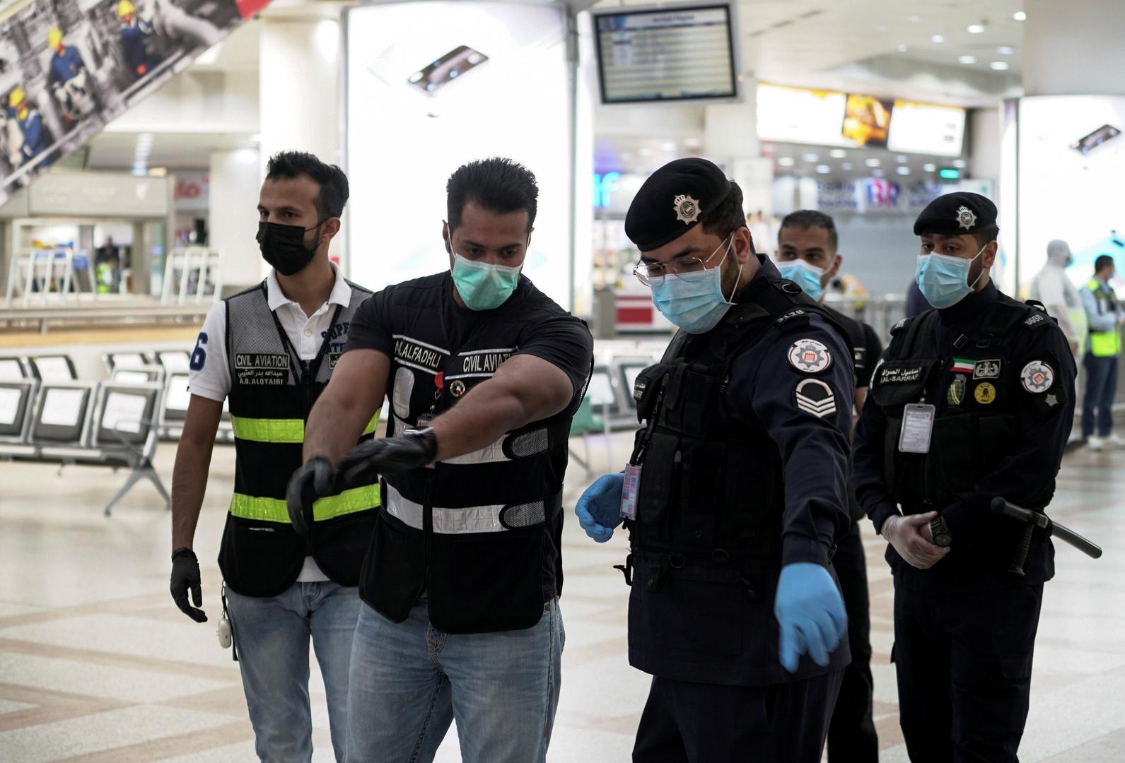 مطار الكويت يرفع توصية للحكومة تمنع الوافدين من دخول البلاد