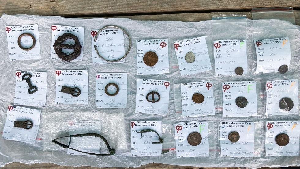 اكتشافات علماء الآثار في مقبرة قديمة بالقرم