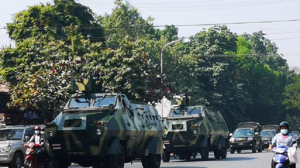 جيش ميانمار يطلق سراح مسؤولين محتجزين