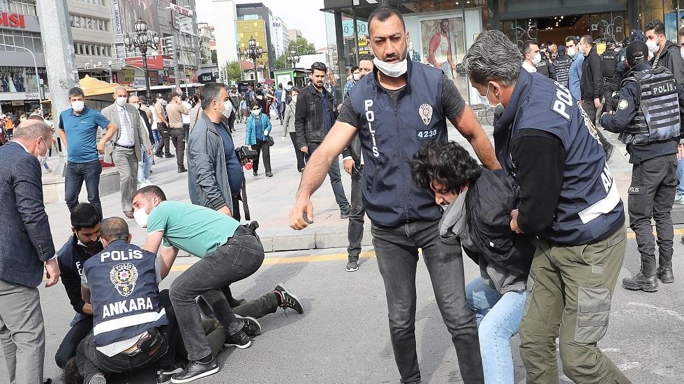 الشرطة التركية تعتقل العشرات من المشاركين بالاحتجاجات الطلابية
