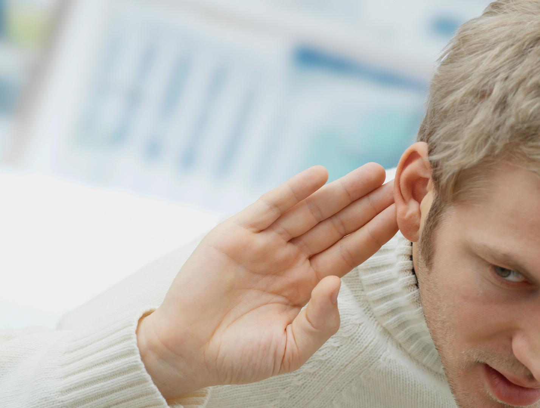 مشروب شائع يمكن أن يقلل من خطر فقدان السمع لدى الرجال دون النساء