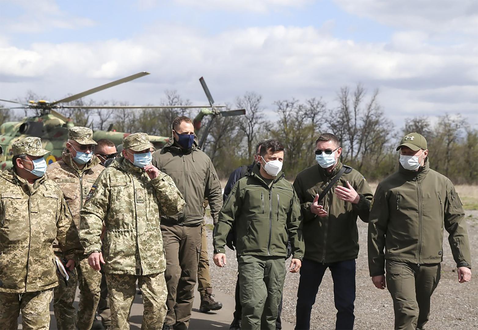 زيلينسكي يأمر باختبار جاهزية القوات الأوكرانية في دونباس