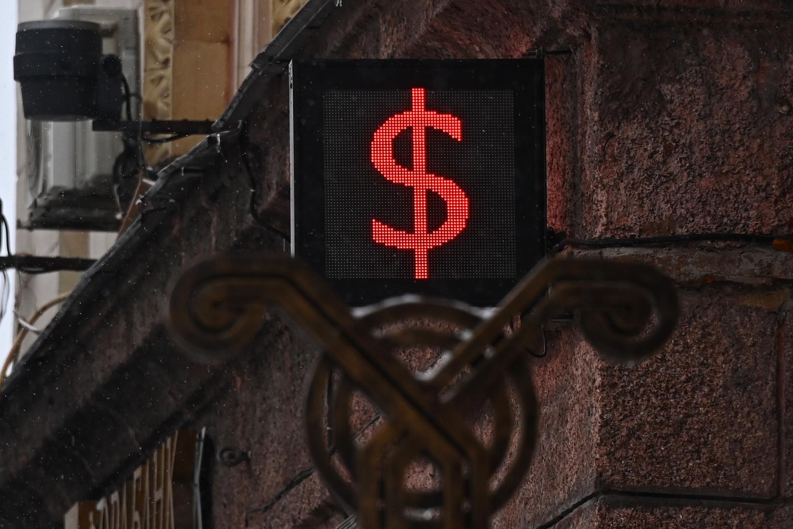 الدولار عند أعلى مستوى في أكثر من شهرين
