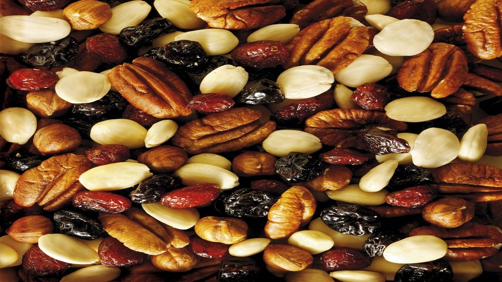 Dried fruit protects against bowel cancer