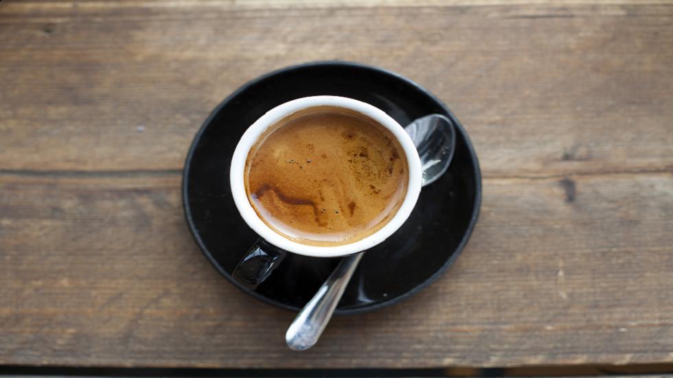 شرب القهوة قد يساعد في الحد من خطر الإصابة باضطراب صحي مزمن!