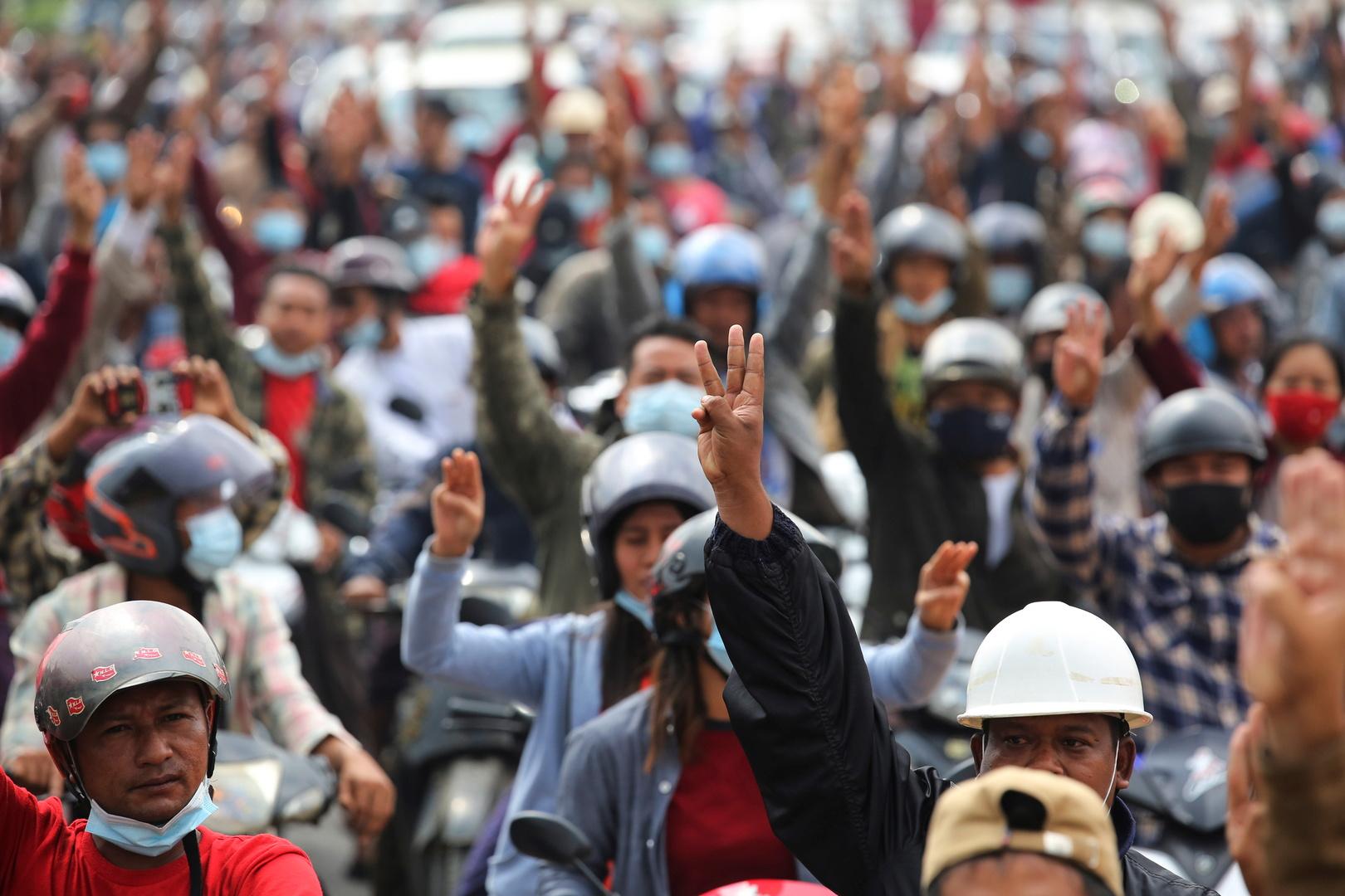 ميانمار.. الألوف يحتجون على الانقلاب بأكبر مظاهرات منذ ثورة الزعفران