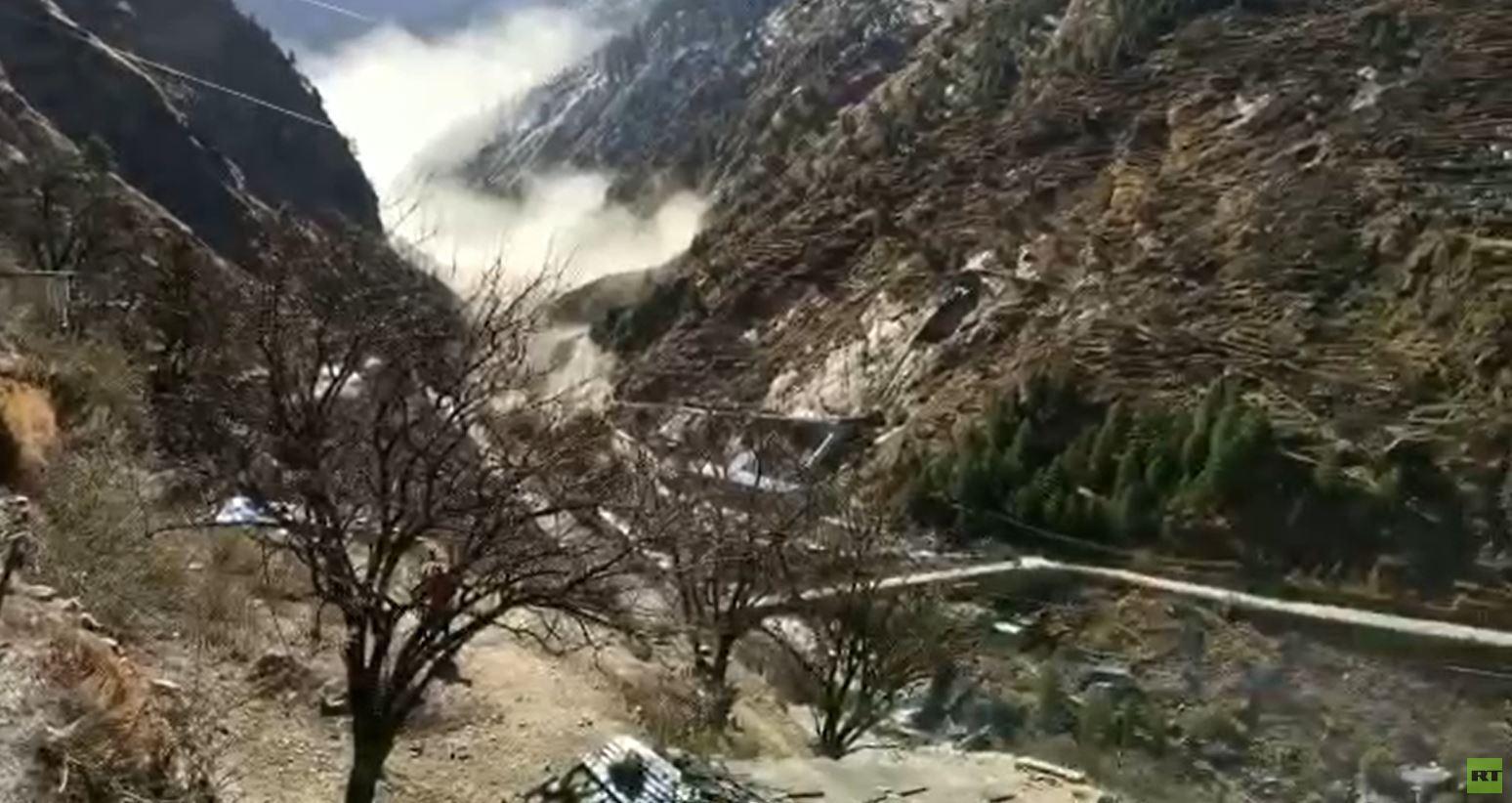 160من الضحايا والمفقودين جراء فيضان نهر بالهند سببه انهيار جليدي (فيديو)