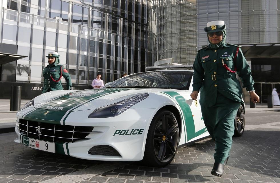 مباني شرطة دبي تتلون بالأحمر لهذا السبب (صور)