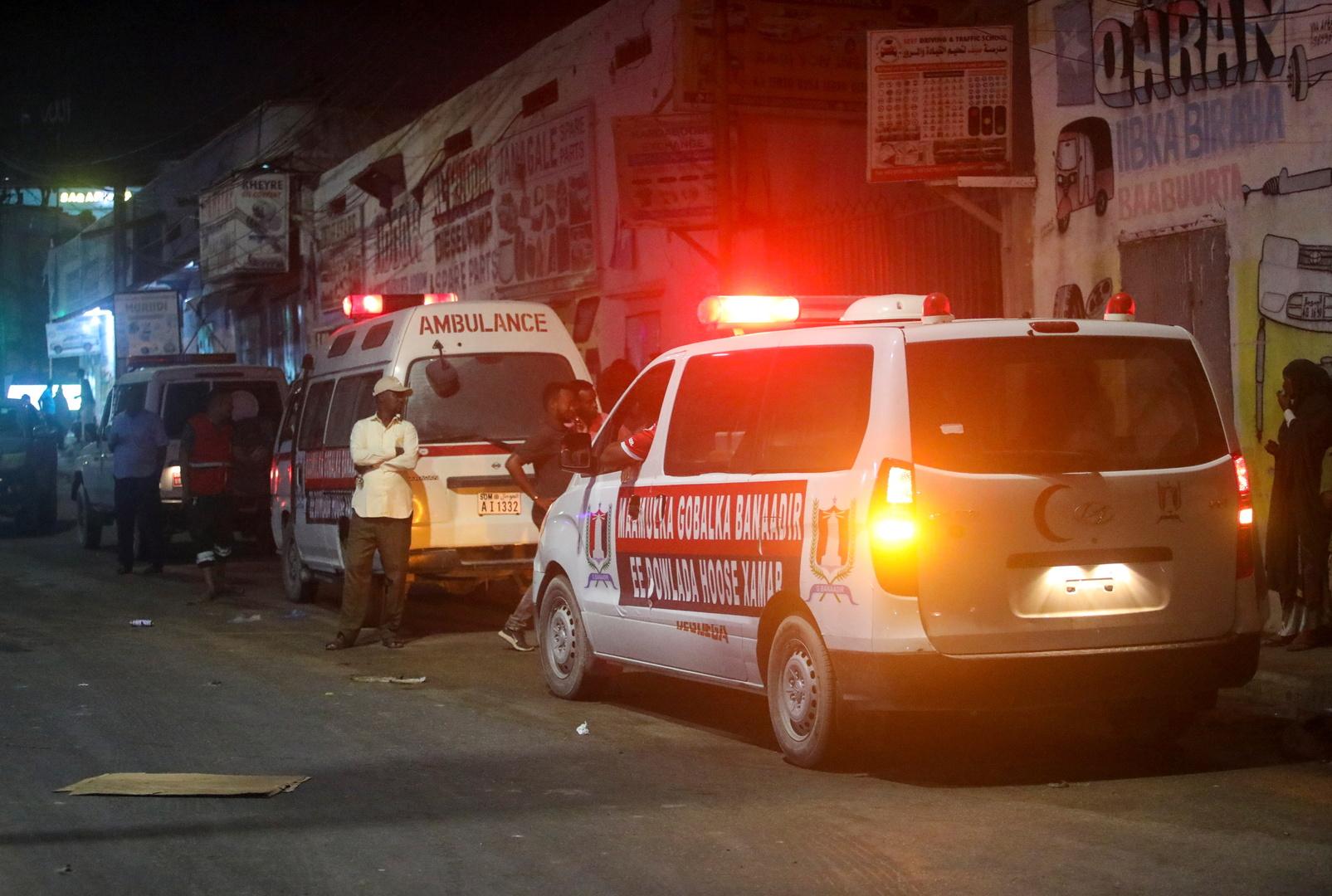 سيارات إسعاف قرب مكان انفجار في الصومال - أرشيف