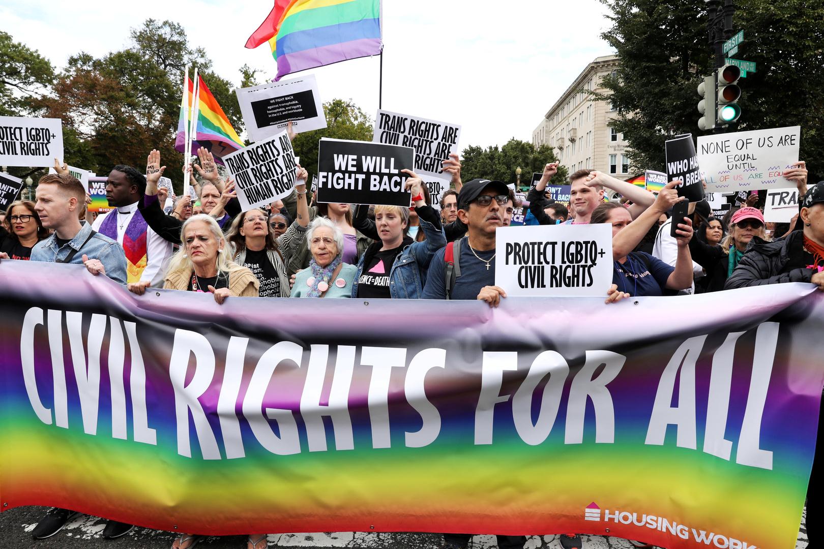 عادت أمريكا للدفاع عن المثليين