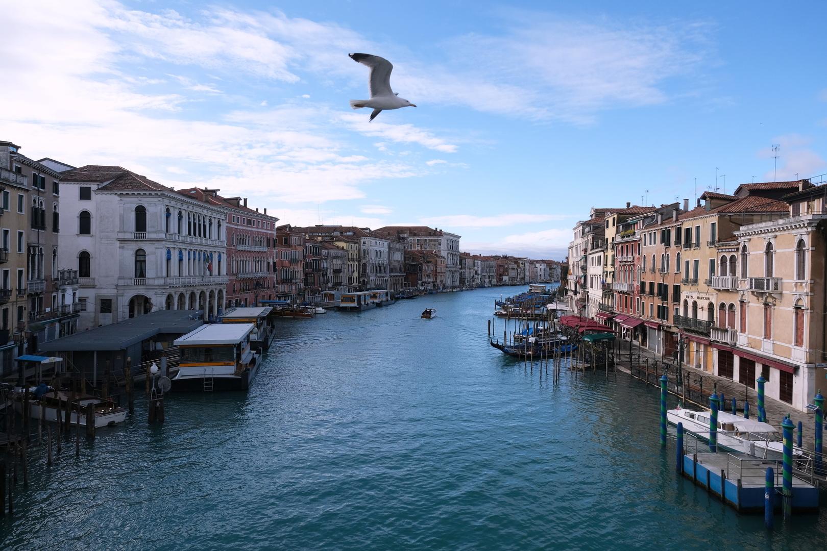 إيطاليا تسجل تراجعا ملموسا للإصابات الجديدة بكورونا