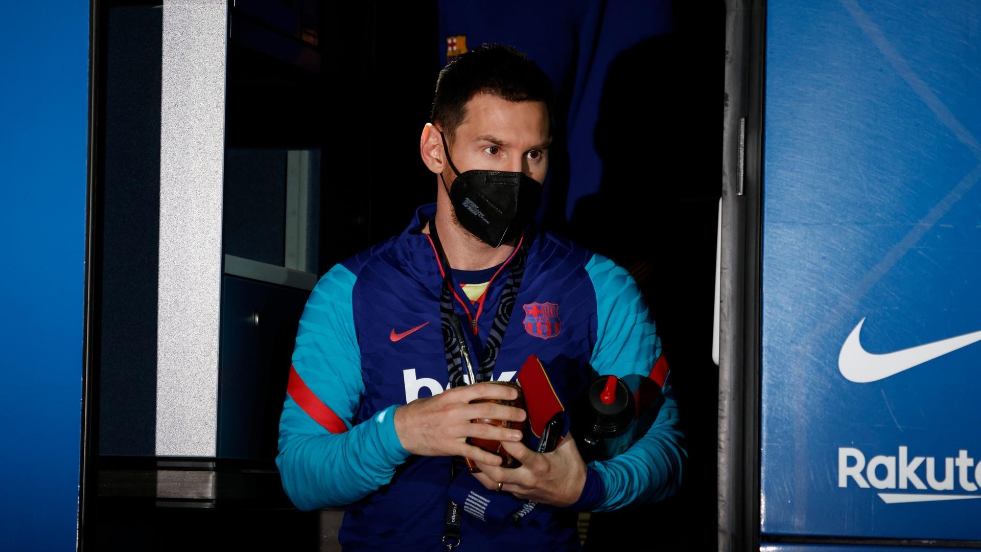 Messi goal wins a new award (video)