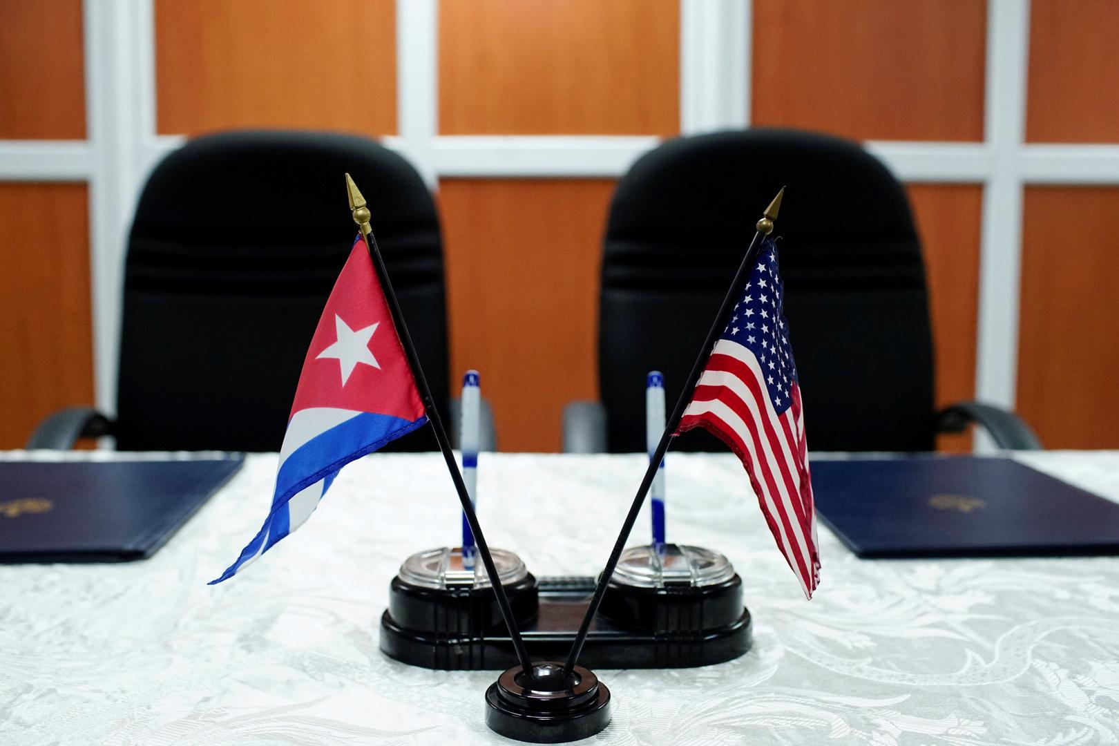 العلم الأمريكي والعلم الكوبي