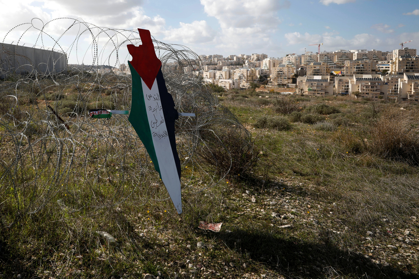 Media: An influential Jewish fund is about to approve the purchase of Palestinian land to expand West Bank settlements