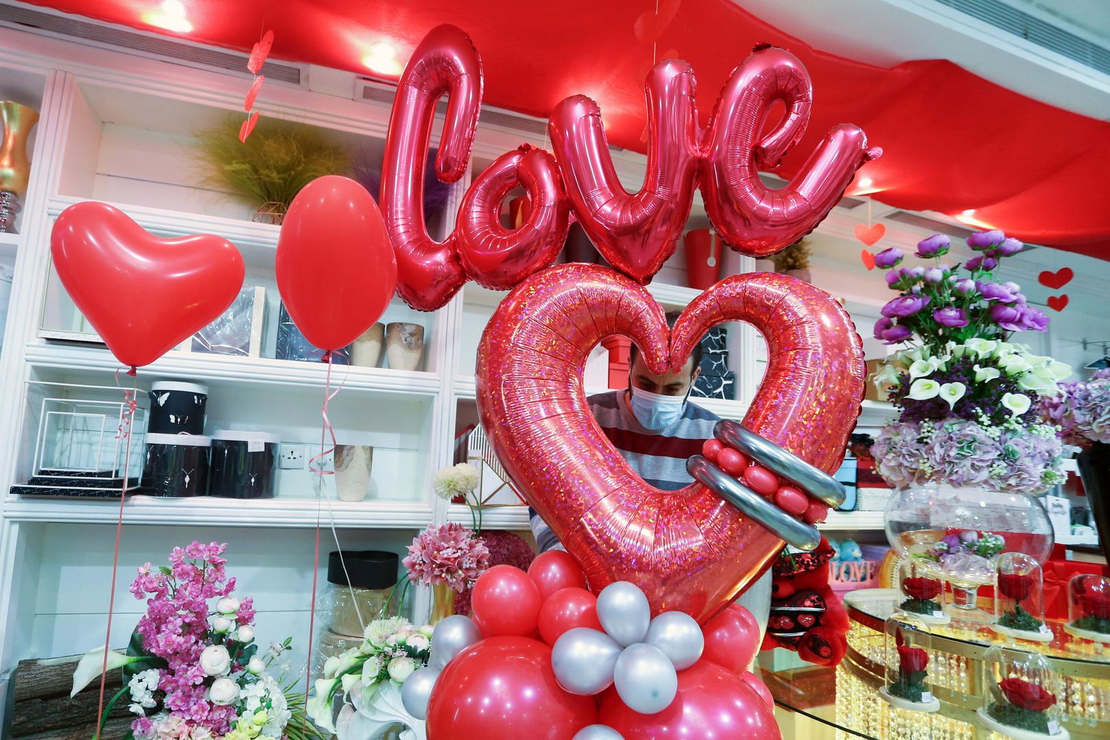 في عيد الحب.. امرأة تمنح زوجها هدية غريبة وتحصد أكثر من 4 ملايين مشاهدة