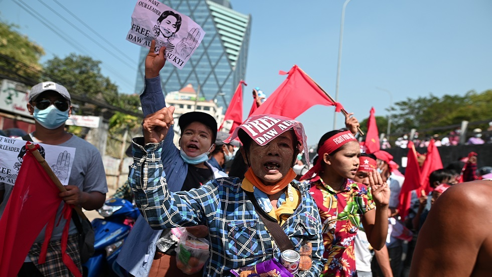 After a night of fear ... mass demonstrations take place in Myanmar