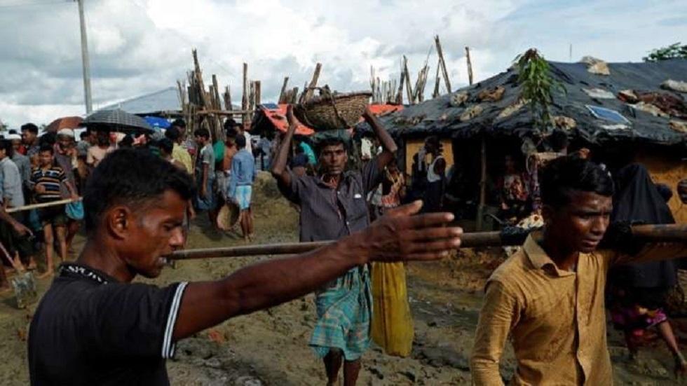 بنغلاديش تنقل المزيد من مسلمي الروهينغا إلى جزيرة نائية رغم الانتقادات