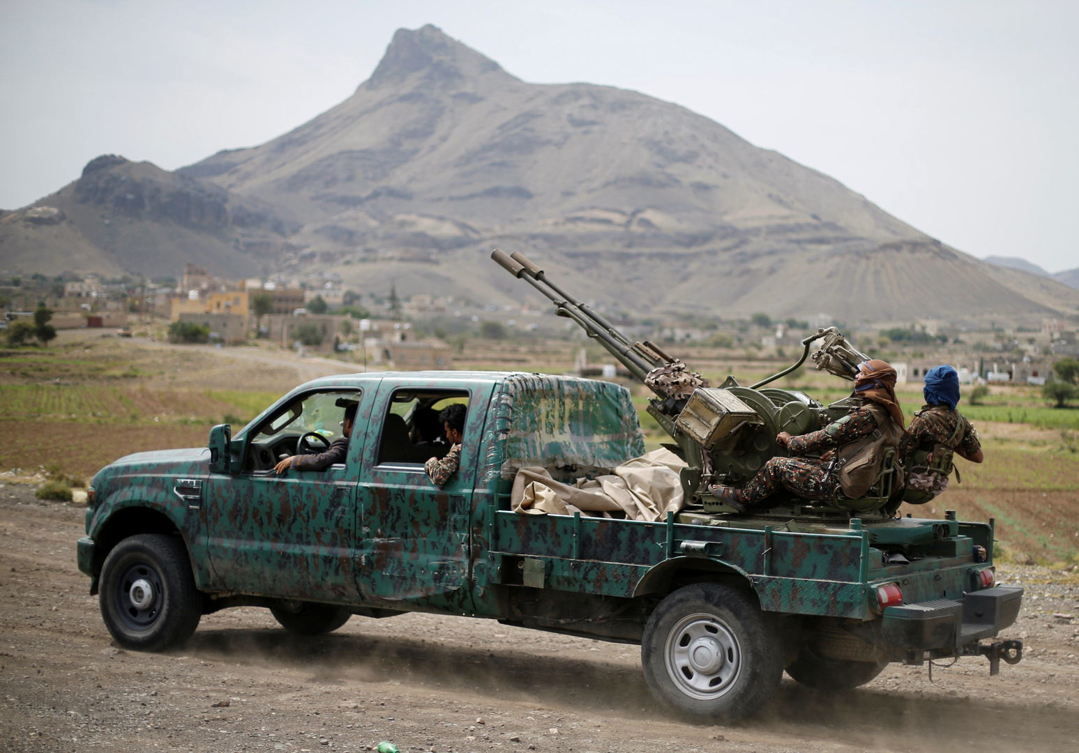 الحوثيون يعلنون استهداف مطاري جدة وأبها في السعودية و
