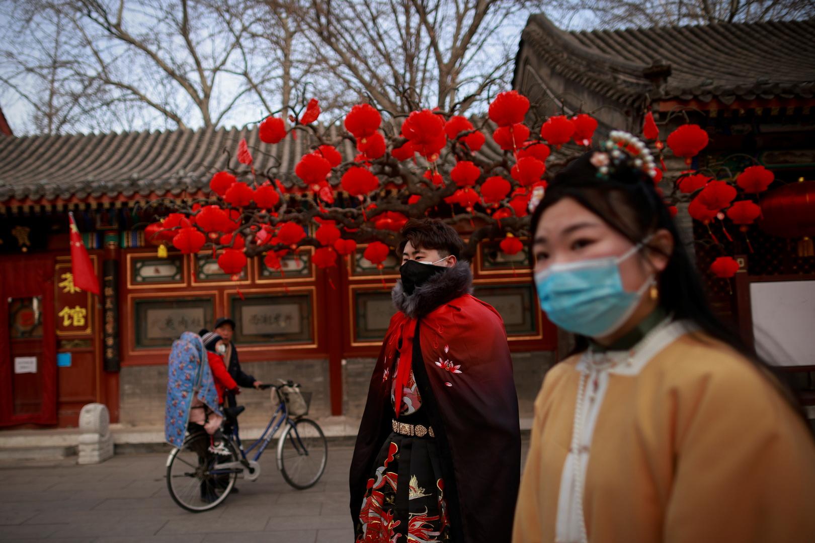 الصين تكافح لقاحات كورونا المزيفة