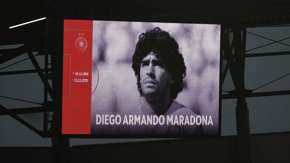 بعد رحيل مارادونا.. عرض سيارة فخمة له للبيع مع أوراقها الأصلية (صور)