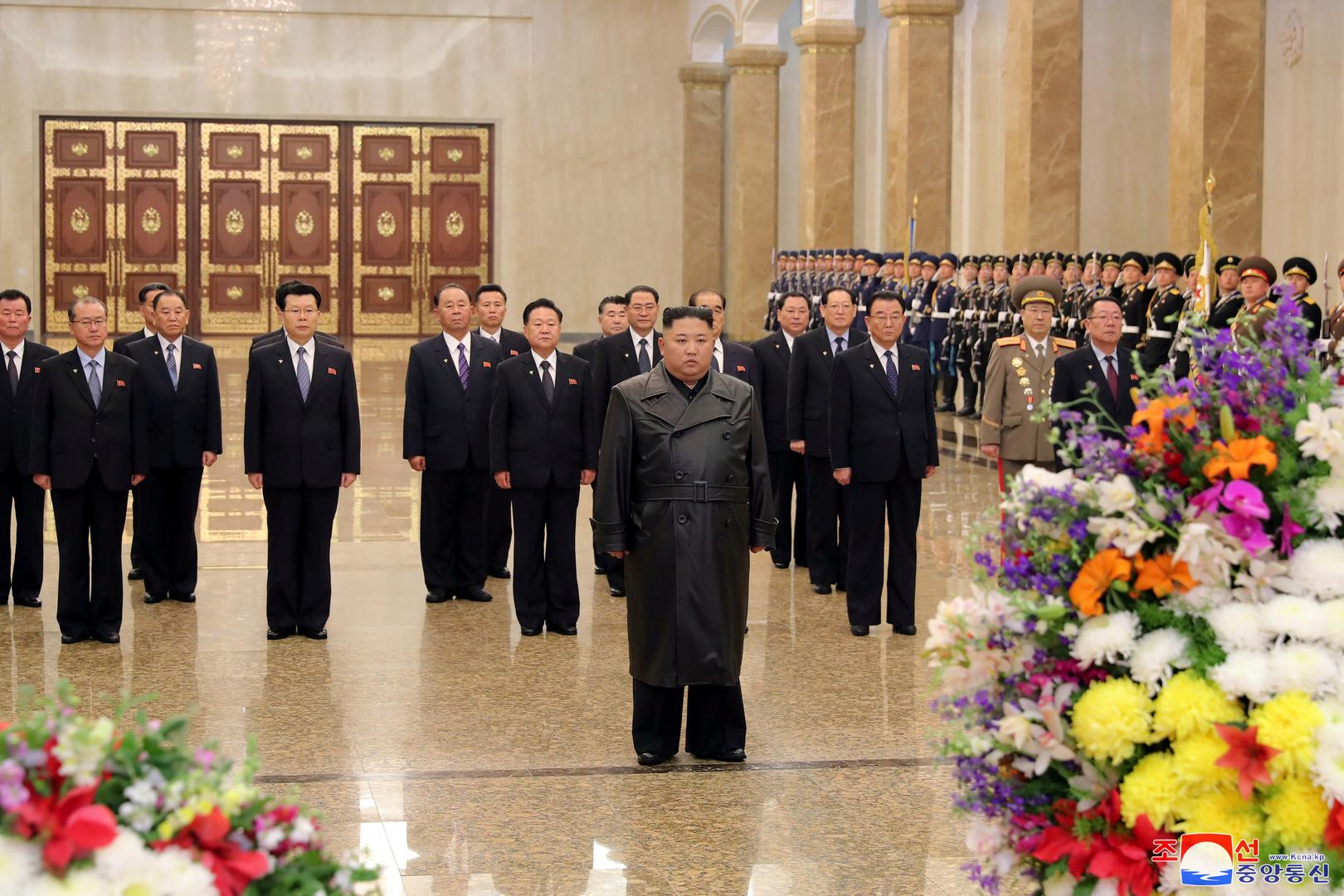 الزعيم الكوري الشمالي يزور ضريح والده في ذكرى ميلاده دون احتفالات ضخمة