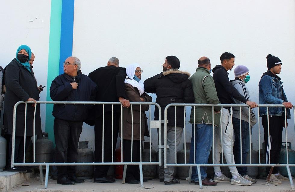 تونس تعلن تأجيل التطعيم ضد كورونا حتى مارس
