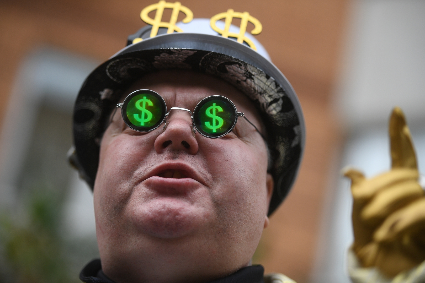ترتفع بـ2.7 مليار دولار في الساعة.. ديون العالم تبلغ مستوى
