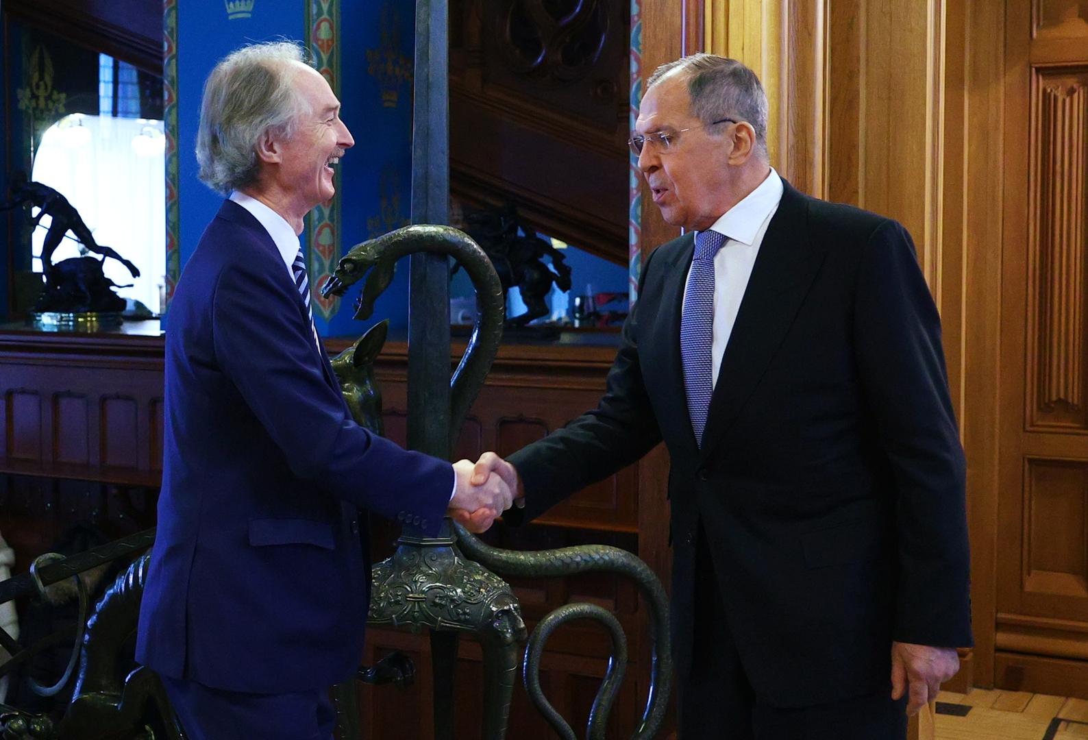 وزير الخارجية الروسي، سيرغي لافروف، والمبعوث الأممي الخاص المعني بسوريا، غير بيدرسن (موسكو، 18 فبراير 2021).