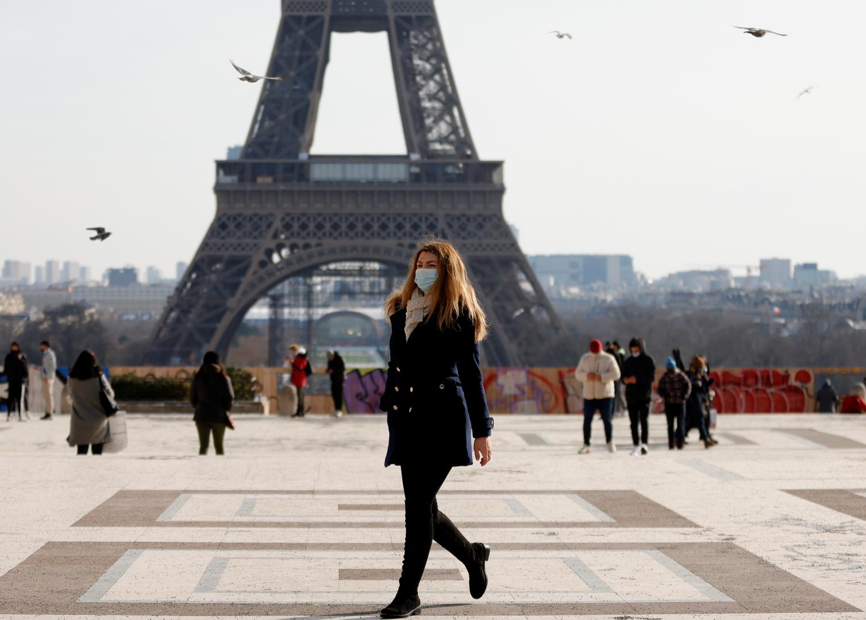 فرنسا تسجل انخفاضا للإصابات والوفيات اليومية بكورونا