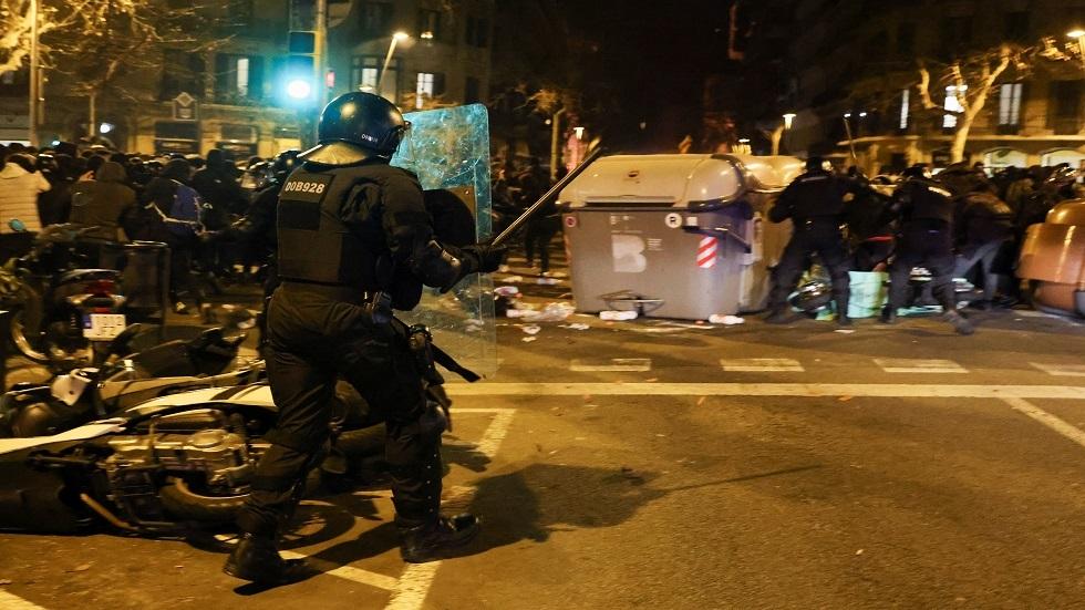 إسبانيا.. ليلة أخرى من الاحتجاجات تخللتها أعمال شغب احتجاجا على سجن مغني راب