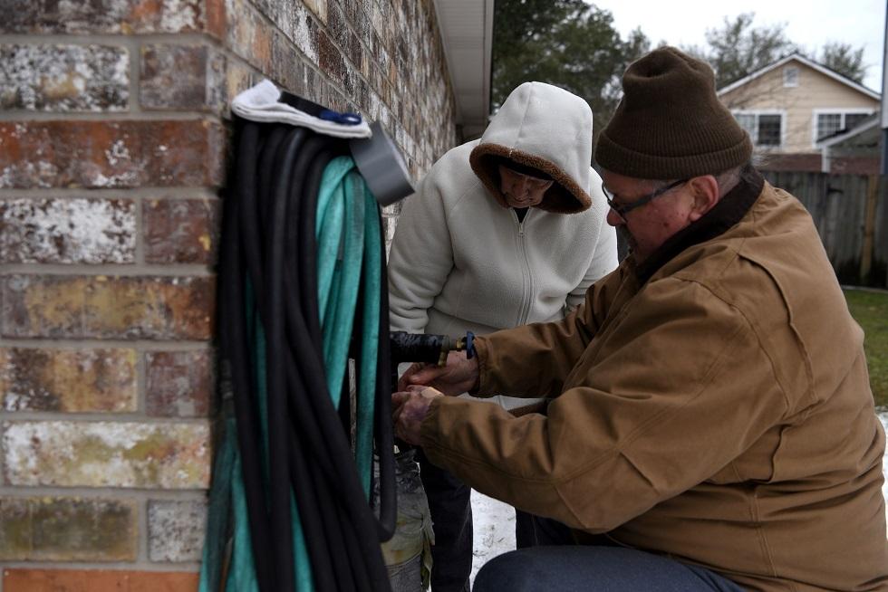 بعد انقطاع الكهرباء بسبب الثلوج.. ولاية تكساس الأمريكية تعاني من نقص المياه