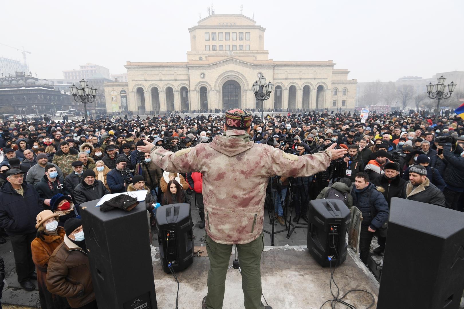 الجيش الأرمني يطالب باستقالة حكومة باشينيان