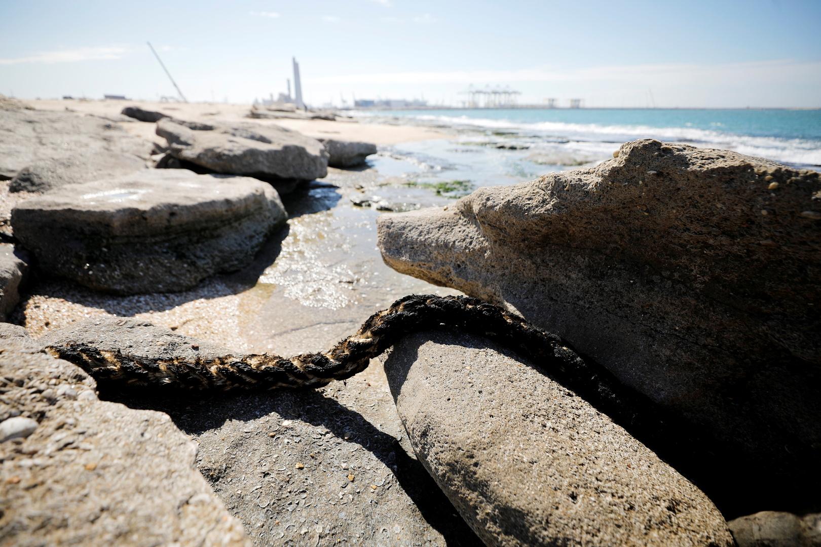 إسرائيل تغلق شواطئ المتوسط إثر تسرب نفطي غامض ونتنياهو يبحث الوضع مع وزير الطاقة المصري