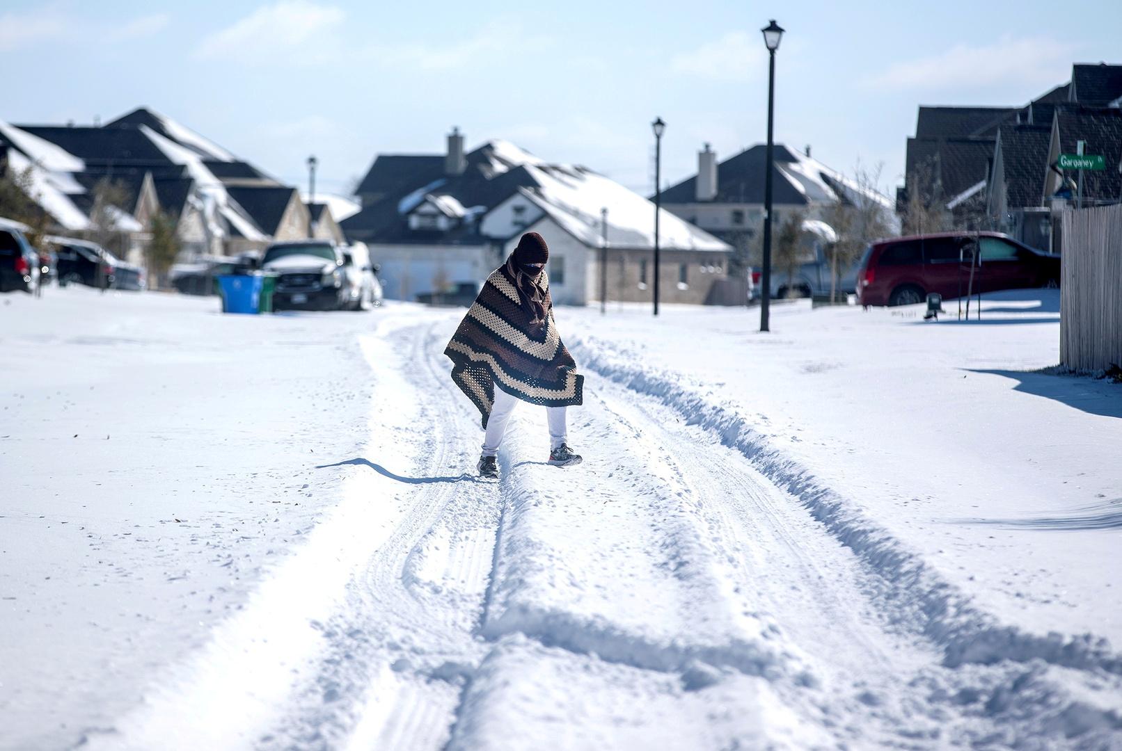 عشرات الآلاف في تكساس الأمريكية يبقون دون كهرباء وقيمة فواتيرها تصل إلى 5000 دولار في 5 أيام