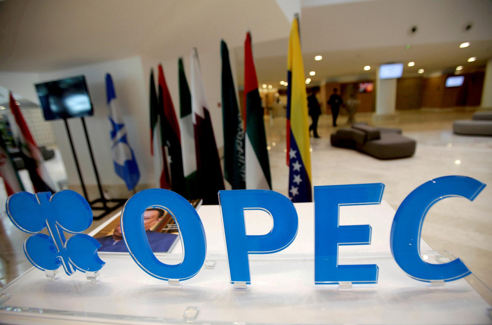 أوبك وشركات النفط الأمريكية تتوقع انتعاشا محدودا للخام الصخري