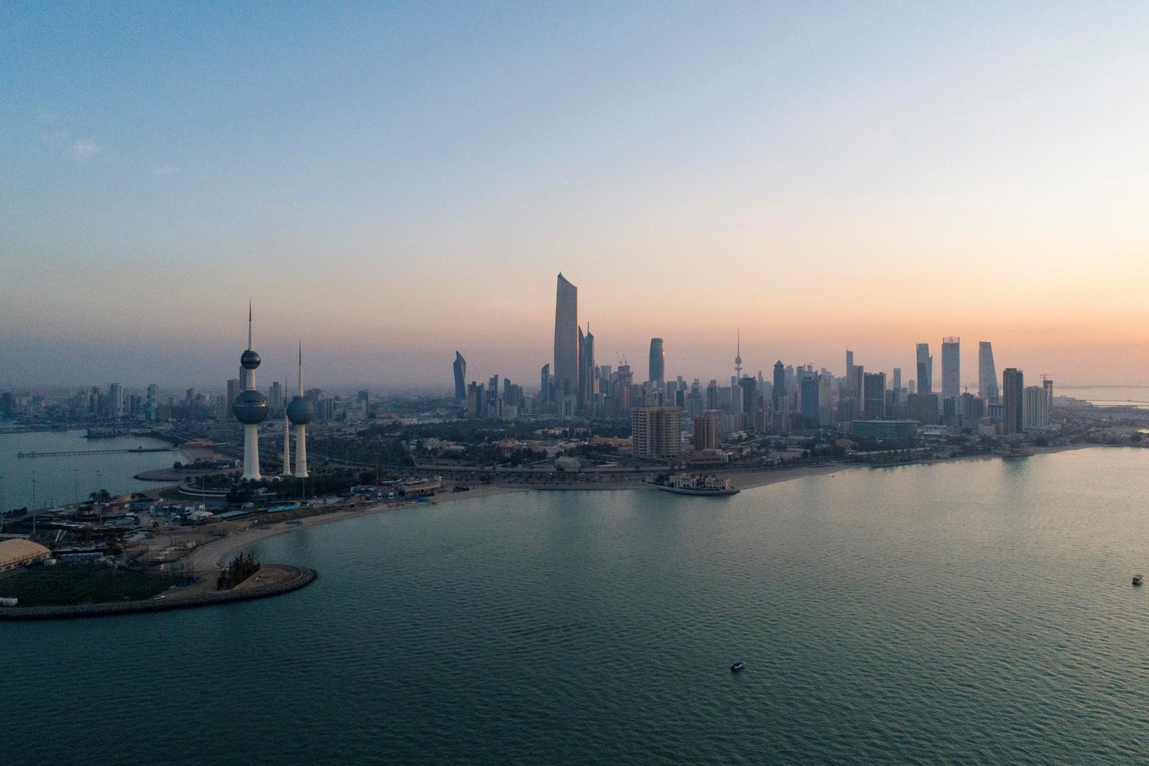 الحكومة الكويتية تغلق المنافذ البرية والبحرية للبلاد