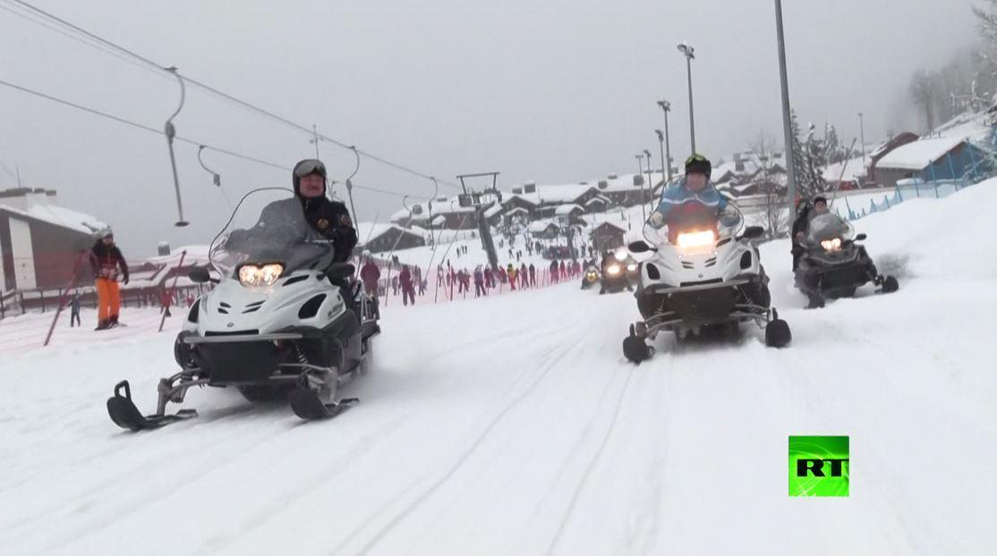 مشاهد جديدة من سوتشي تظهر بوتين ولوكاشينكو على زحافة جليد