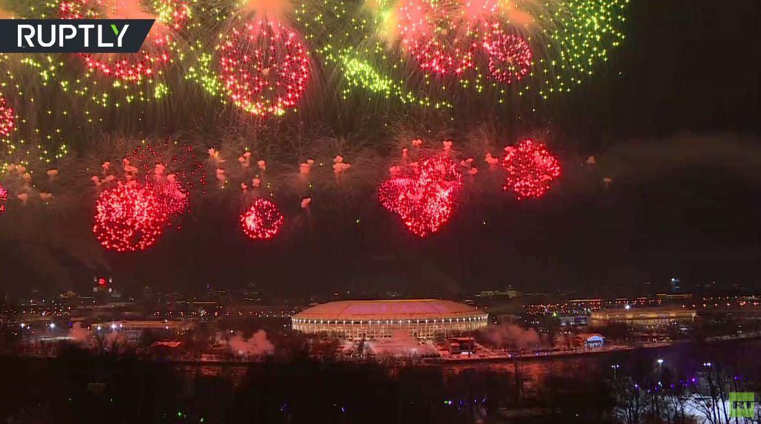 ألعاب نارية بمناسبة عيد حماة الوطن في مدن روسية