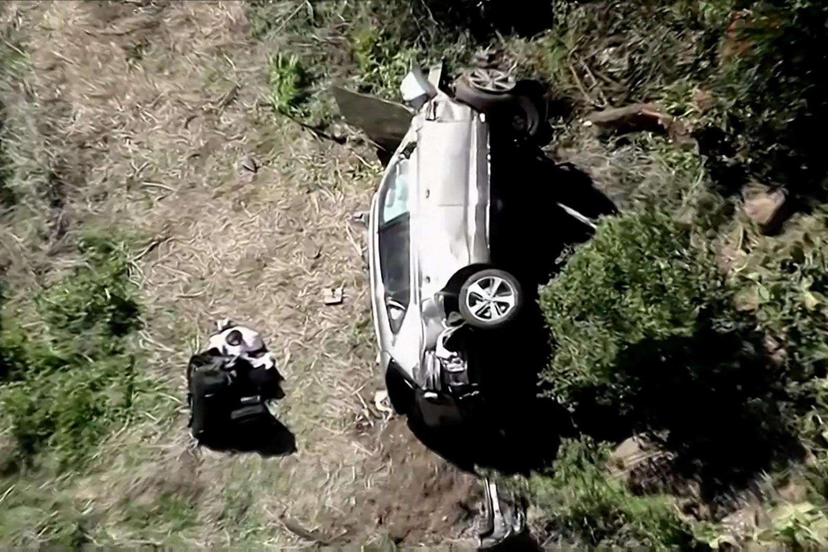 أسطورة الغولف تايغر وودز يتعرض لإصابات خطيرة في قدميه إثر حادث سير (صورة + فيديو)