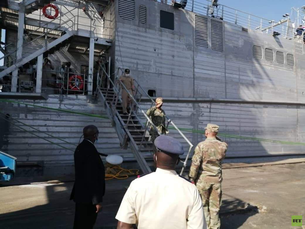سفينة بحرية أمريكية تصل إلى السودان