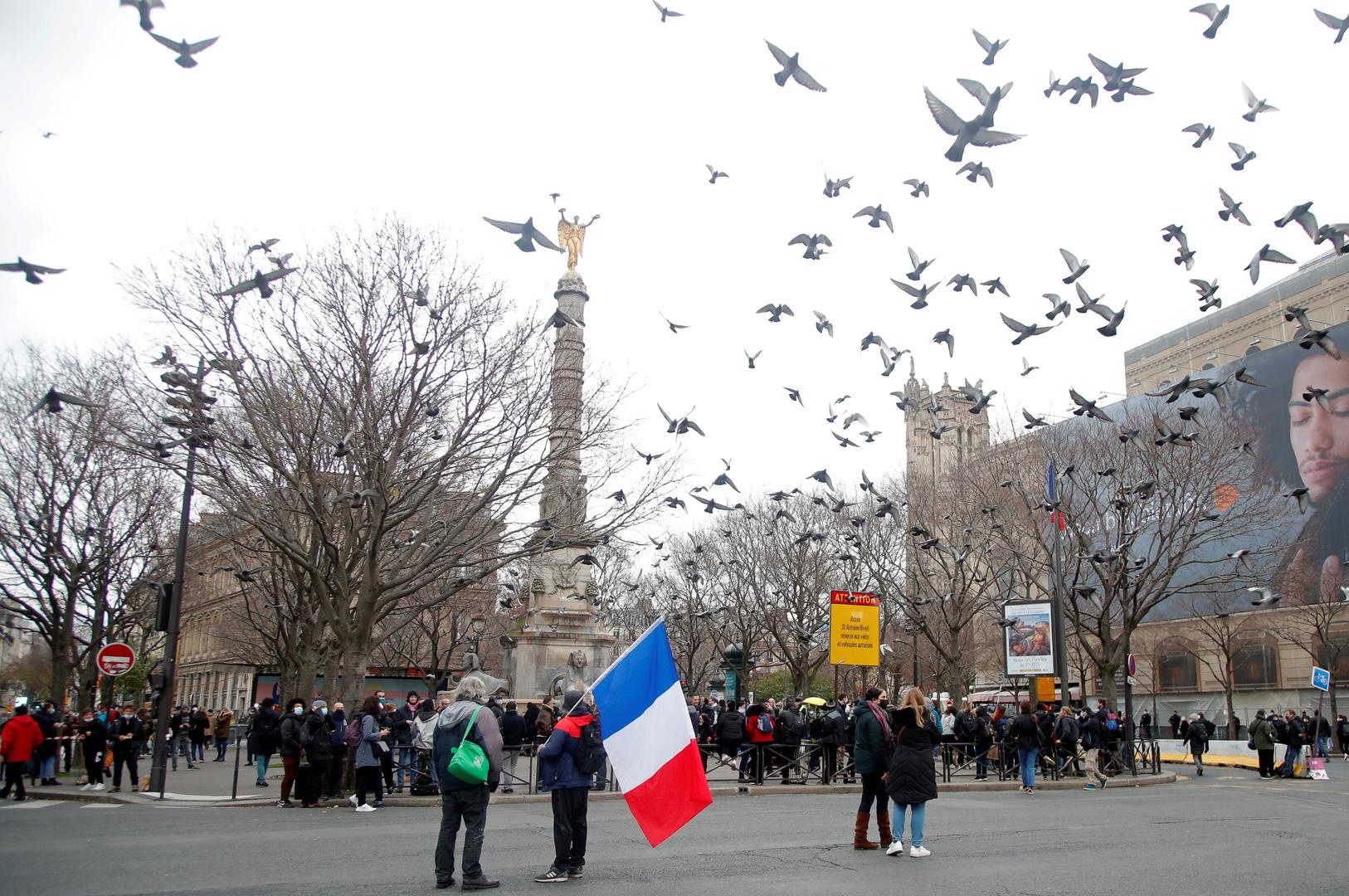 باريس: نراقب بعناية حالة مواطننا المحتجز في إيران