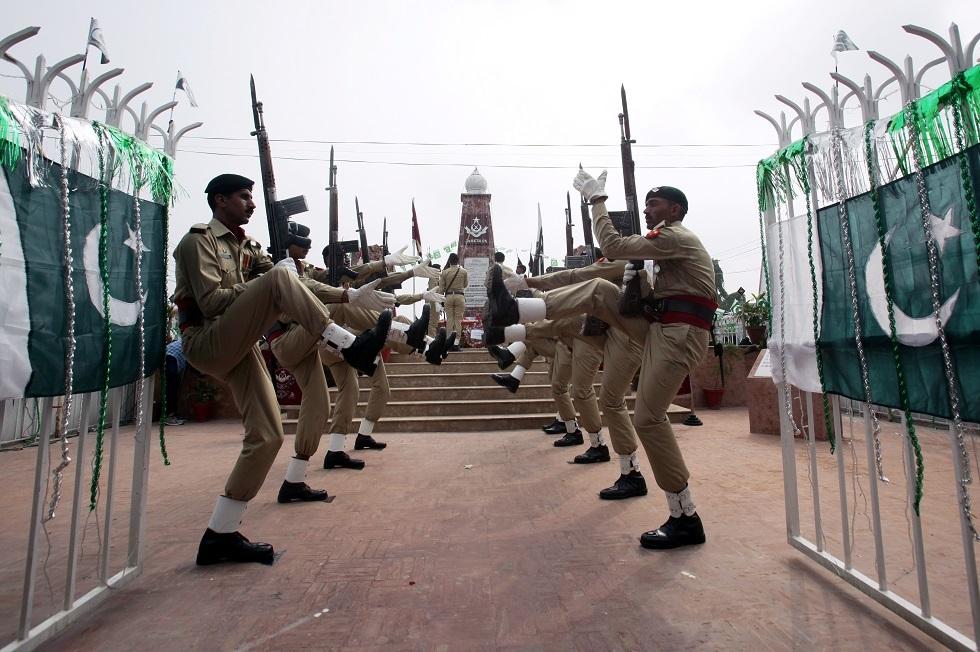 باكستان تعاقب أفرادا بالجيش بعد فرار عضو بارز في
