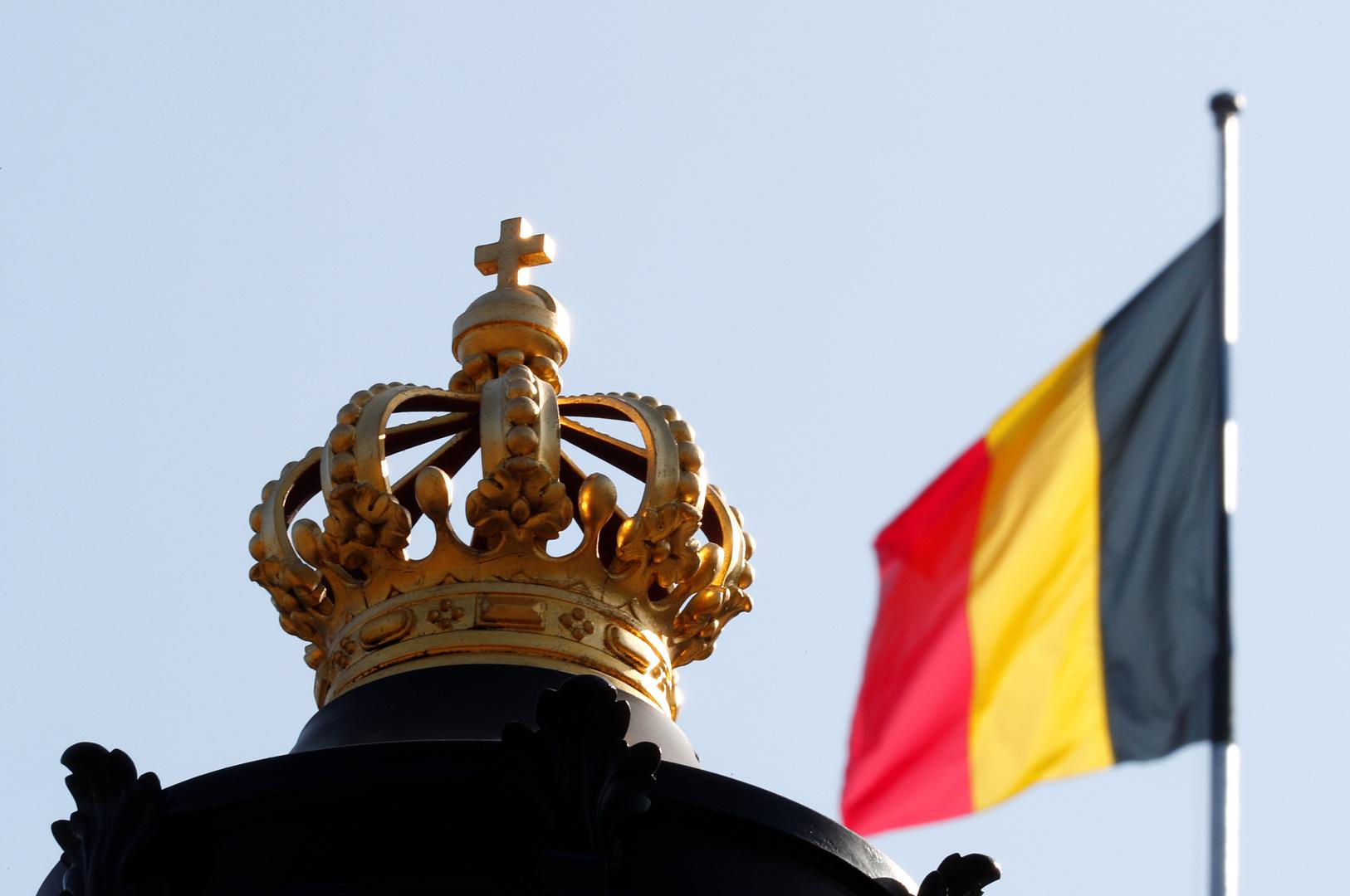 علم بلجيكا على القصر الملكي