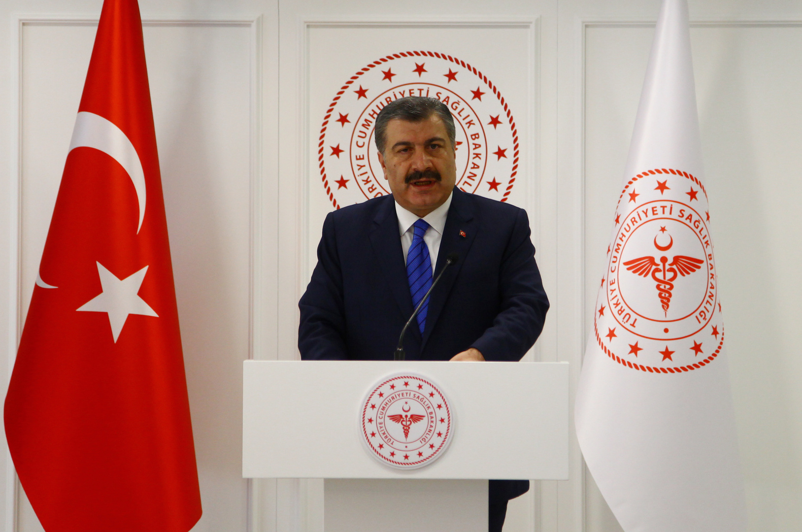 وزير الصحة التركي يأسف لما حدث خلال جنازة عالم الحديث محمد أمين ساراتش