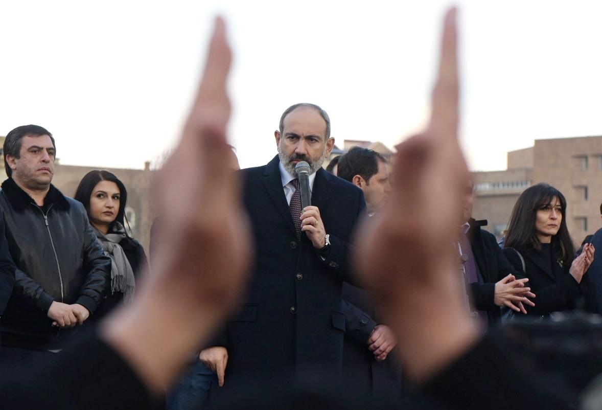 أرمينيا.. باشينيان يعلن وقف مظاهرات أنصاره ويدعو المعارضة للتشاور