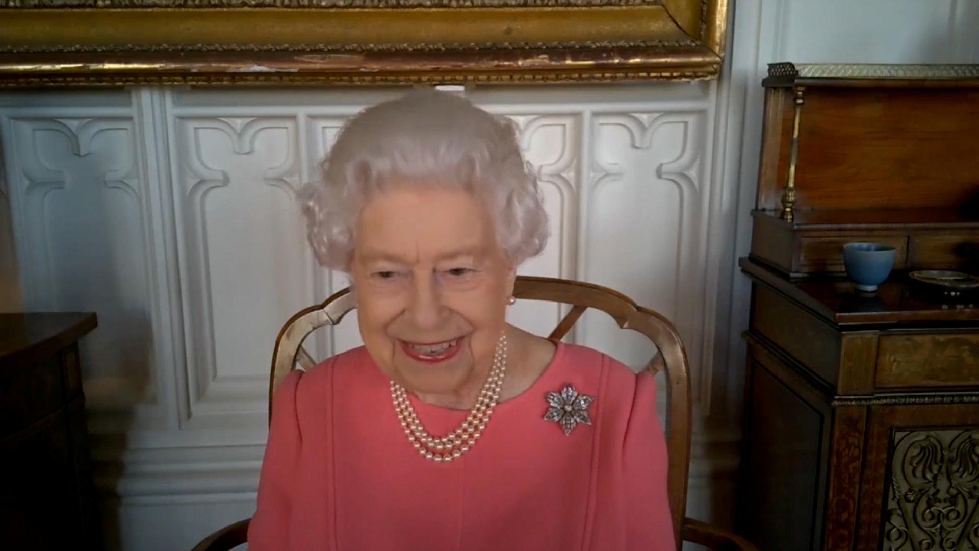 ملكة بريطانيا تتحدث عن تجربتها الخاصة مع لقاح كورونا