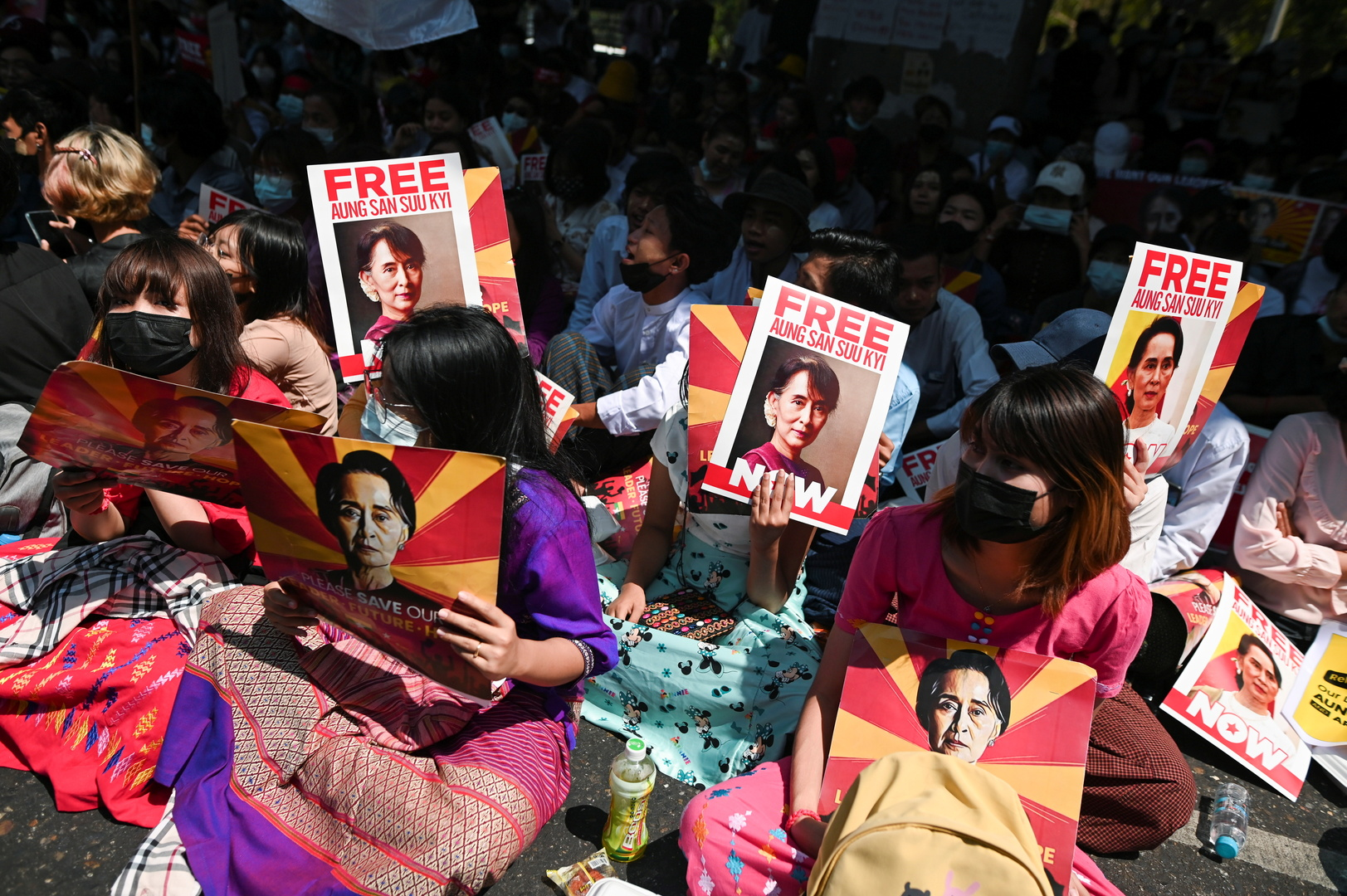ميانمار.. مداهمات واعتقال صحفي أجنبي والبنك الدولي يرفض طلبات تمويل بعد الانقلاب